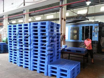 货架塑料托盘生产现场